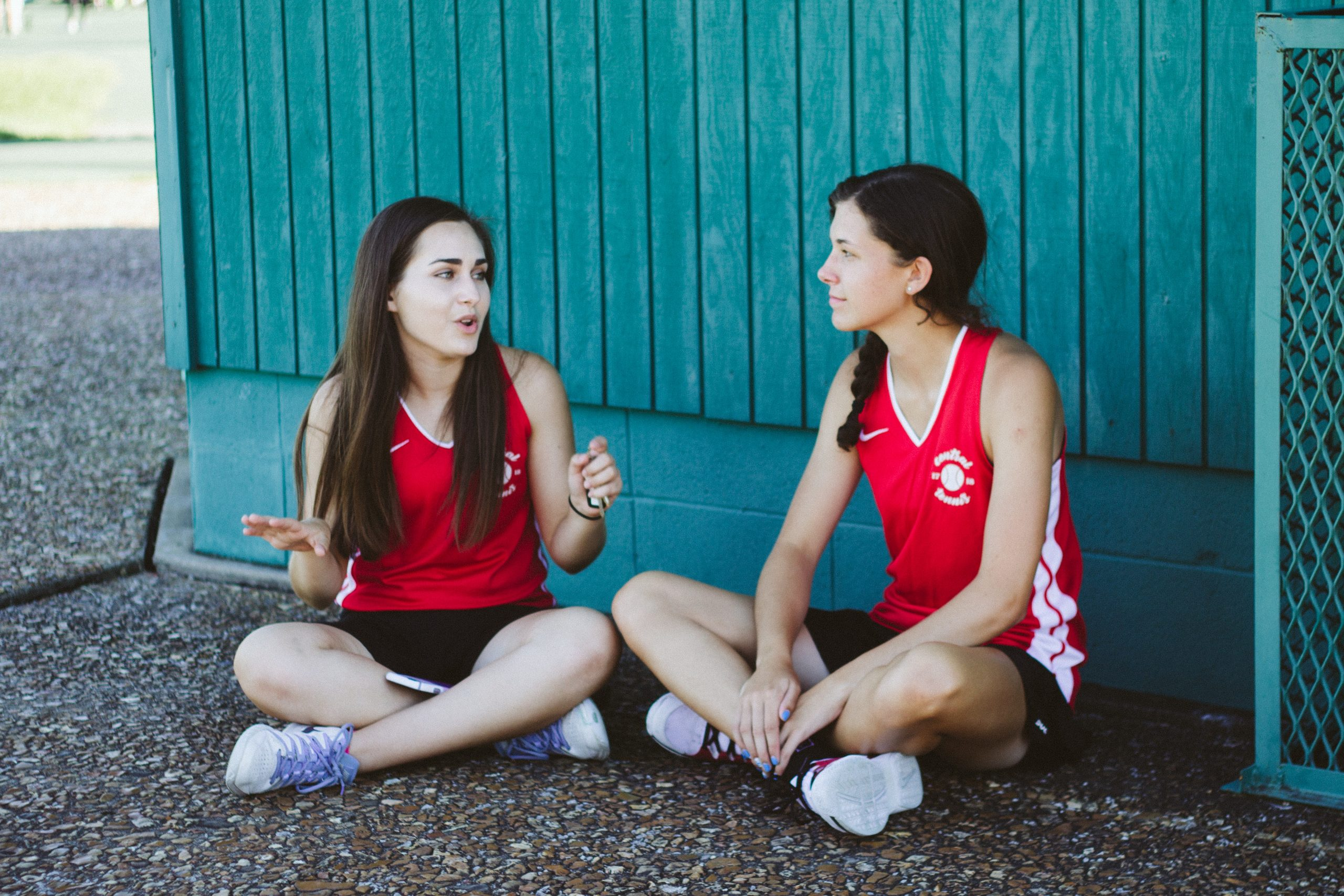 Image of discussing things before a race with friends